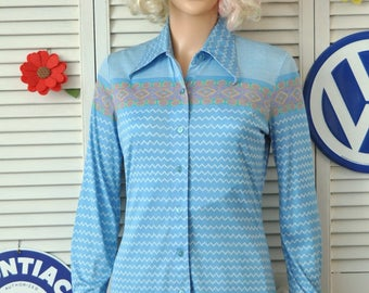 Vintage 70s Womens Disco or Country Western Blouse Shirt/Theater Costume/Tarni Nylon Small Top/long sleeve Southwest Print Blue