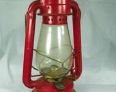 VINTAGE 1960s Dietz Red Gas Lantern Junior #20 Kerosene Oil Wagon Lamp Railroad Railway Republic of China Hurricane Camping Cabin Christmas