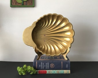 Vintage Brass Scallop Footed Dish - Large Rustic Brass Ocean Beach Brass Display Decorative Scallop Seashell Dish - Vintage 70's Brass Decor