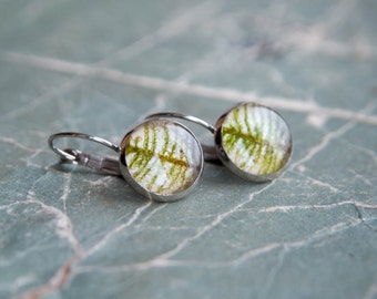 Real feather moss earrings - Unusual ugly cute moss jewelry finds - Boreal forest green autumn moss