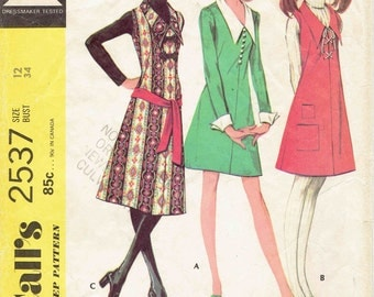 70s Pointed Collar Jumper Dress McCalls 2537. Frog Closures, Buttons or Lace Up Front, Mini or Below Knee, Sleeve Options Size 12 Bust 34 in