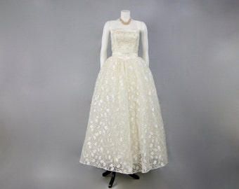 JOHN DONOVAN Bridal Couture Vintage Sweetheart Off Shoulder Floral Organza Chiffon & Tulle Disney Princess Wedding Gown