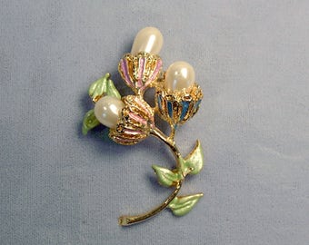 Flower Trio Vintage Brooch ~ May Day Flowers Pin ~ Mother's Day Bouquet ~ Goldtone Enamel Flowers with Pearls - Pin from the 1980's