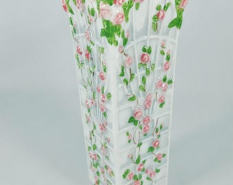 "Vintage Vase, Pink Roses on Trellis, White with Climbing Rose Vines on White Trellis, 8"" Tall"