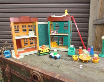 VTG 1974 Sesame Street Play Family House with 26 Pieces by Fisher Price #938.  Great Vintage Condition
