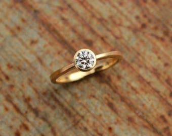 18k ring with brilliant