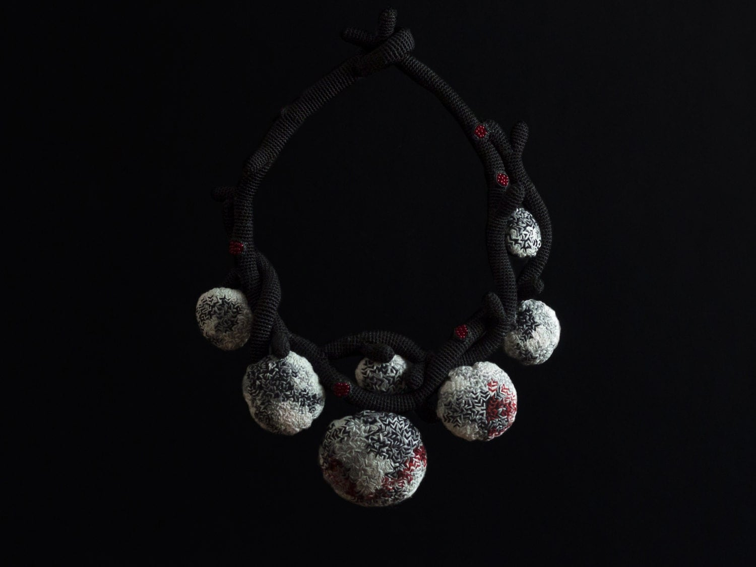 "Lidia puica - Abstract crochet necklace with embroidery / ""Mixed Feelings"" Necklace"