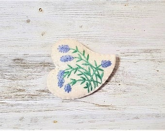 Lavender Embroidery Brooch. Violet Green Heart Pin. Botanical. Mother's Day Gift. Hand Embroidered. Cottage Chic. Vintage Style Pin.