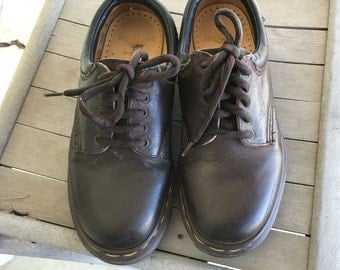 Dr. Doc Martens Lace Up Oxfords Brown Leather/UK Size 3/Made in England/1990s/Air Cushioned Sole/Small Woman or Youth/Grunge