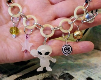 glow in the dark alien charm necklace kitsch space area 51 visitors