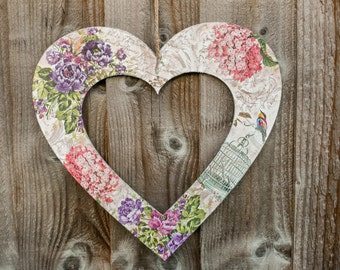Decoupaged hanging heart, Romantic decoupaged wooden heart, Handmade wall decoration, Wooden handmade plaque