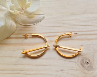 Minimal and trendy bar hoop earring / gold bar hoop earring / urban hoop earring / handmade jewelry / gold hoop earring / parisian style