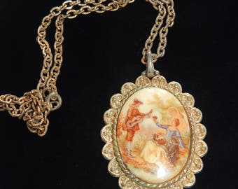 Vintage  Courting Couple Cameo Necklace Gold Tone Fragonard Pendant Necklace