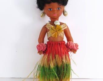 Vintage 60s tiki hula girl souvenir doll - Hawaiian island cutie with grass skirt and shell earrings & necklace