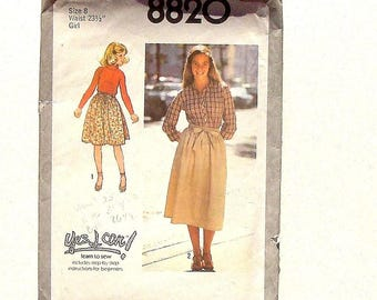 """Vintage 70's Girls' Simplicity Back-Wrap Skirt Sewing Pattern #8820 - UNCUT - Size 8 (waist 23 1/2"""") A """"Yes I Can!"""" Learn to Sew"""