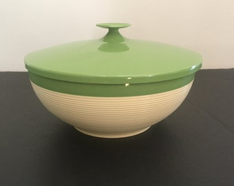 Vintage Raffia Ware Thermo-Temp Covered Serving Bowl. Mallory Randall Corp. Avocado Green.