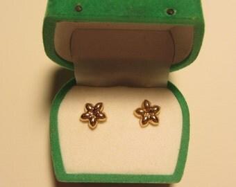 Sale - 14k Gold Flower Post Earrings - .44g