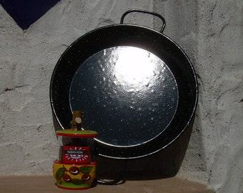 Paella Pan and Pepper Grinder