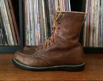 Vintage Mens Distressed Light Brown Insulated Leather Steel Toe Outdoor Work BOOTS Size 9 9.5 Lace Up Hipster Red Wing Gokey