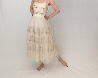 Vintage 1950s party dress women xs/ivory white tulle 1950s prom/50s prom dress/midi strapless 50s wedding dress/50s dress formal vlv pin-up