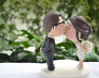 Couple kissing. Groom with glasses - Ivory bouquet. Wedding cake topper. Handmade. Fully customizable. Unique keepsake