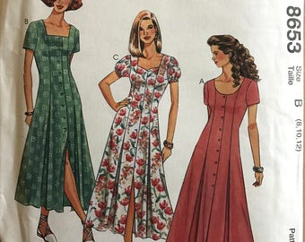 McCalls 8653 - Button Front Dress with Square, Scoop, or Sweetheart Neckline - Size 8 10 12