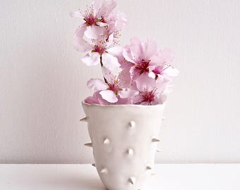 Handmade white spiky ceramic vase, white pottery vase, spiky ceramic flower vase, white vase, white pottery vase, pottery and ceramics, vase