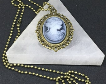 Beautiful blue-hued vintage Cameo with Matching Bronze Frame and Chain, Excellent Condition