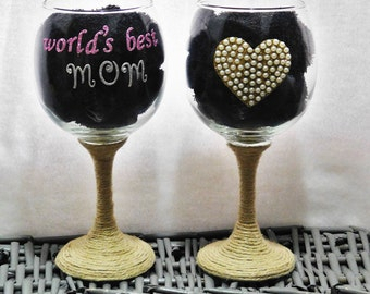 birthday gift for mom, World's best mom wine glass, gift for mom, large wine glass, decorated wine glass, unique gift, rustic wine decor,