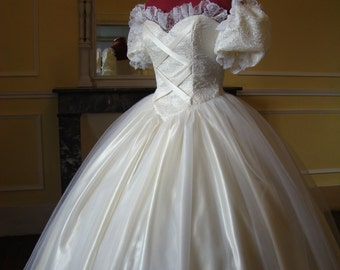 Crinoline white/ivory wedding dress