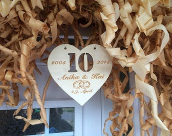 Wooden heart to the anniversary individually milled year, optionally with engraving
