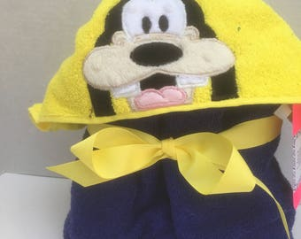 Embroidered Goofy Yellow Hooded bath towel