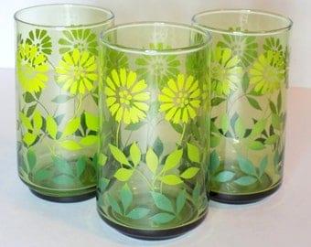 1970s Green Ombre Flower Glasses, Set of 3 Light/Medium/Dark Green Fade Daisy Drinking Glass, Retro Decor