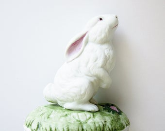 """Gorham Musical Figurine Vintage Peter Rabbit Music Box Ceramic White Bunny Spring Easter Gift Idea Plays Song """"Here Comes Peter Cottontail"""""""