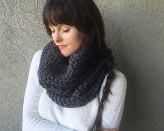 Chunky Infinity Cowl, Knitted Charcoal Grey Scarf / Gray Knit Infinity Scarf / Charcoal Grey / Wool Yarn