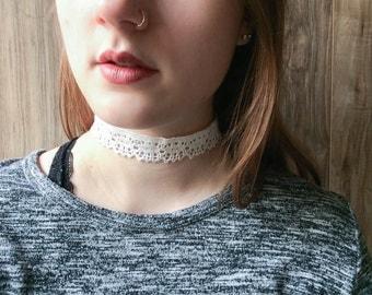 White crochet lace choker necklace | Bohemian boho festival jewelry | Romantic choker | Summer jewelry |