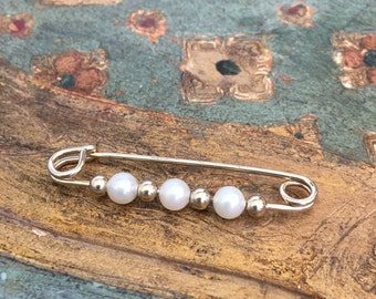 Vintage Safety Pin, Gold Tone and Pearl Safety Pin Brooch, Vintage Jewelry, Solidarity Safety Pin