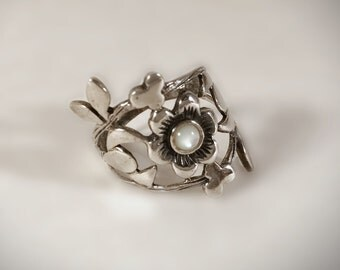 Sterling Silver Mother of Pearl Floral Ring Size 7