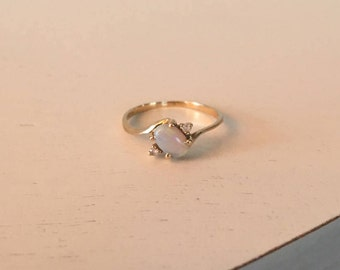 Vintage 10K Yellow Gold Opal and Diamond Ring - Size 5