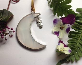 """Stained Glass Moon with Owl Charm,Sun Catcher,Wispy White Glass,Window Art, 3"""" x 3"""" Birthday Gift"""