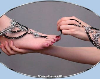 Raven Barefoot Sandal, Slave foot jewelry anklet in chainmaille, Bare foot slave anklets, Gothic chains chainmail jewelry foot-piece