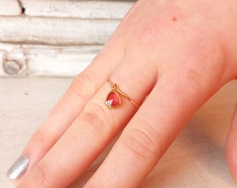 Gold ring 14 k with natural Sapphire - Solid Gold ring with red sapphire - Natural stone -Red Sapphire - Sapphire charm on band ring