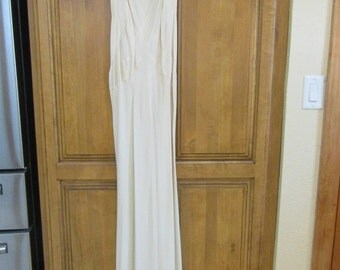 Vintage Antique WWII 1940's Ivory White Crepe Evening Gown Dress with Beautiful Fitted Detail