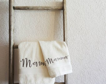 Embroidered towels. Ideal as a gift for mother's day