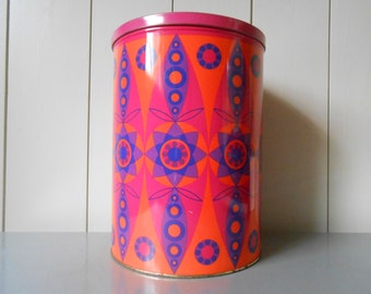 Vintage 1970s XXL TOMADO tin Container Canister decorated with a psychedelic print in pink, orange and purple. Made in Holland. Retro Boho