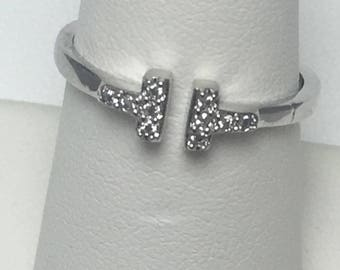 Sterling silver and cubic zirconia t ring