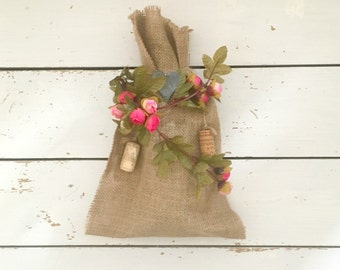 Pink Rose Decorated Burlap Wine Bag, Hessian Bottle Bag, Wine Bottle Covers, Wine Bottle Gift Bag, Hessian Bags, Hostess Gift, Gift Bags,