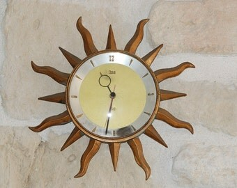 Sunburst French 1950s kitchen clock, made by ODO. Retro clock in gilt painted brass, sun beams around.