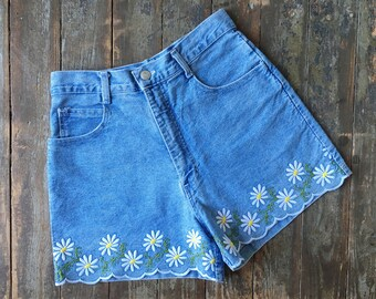 Vintage 90s Enchanté Collection Ultra High Waisted Mid Blue Denim Daisy Flowers Embroidered Scalloped Jean Shorts M/27