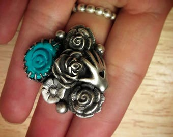 Themed: Picking flowers. Sterling silver and Kingman turquoise Ring.